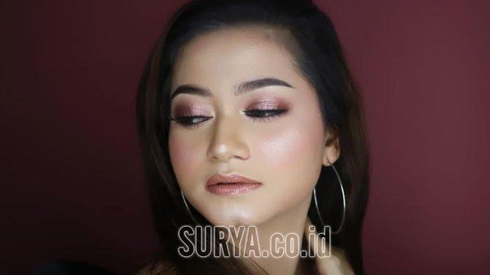 Tutorial Natural Look untuk Make Up Tahun Baru, Warna Shimmer Jadi Kunci