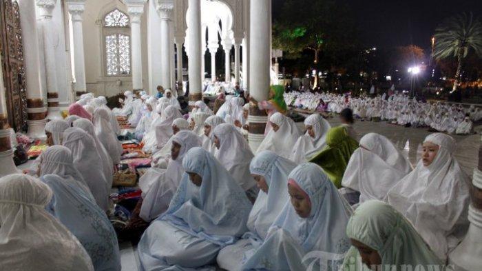 MALAM NISFU SYABAN - Bacaan Niat Sholat, Puasa dan Doa Malam Nisfu Sya'ban Beserta Artinya