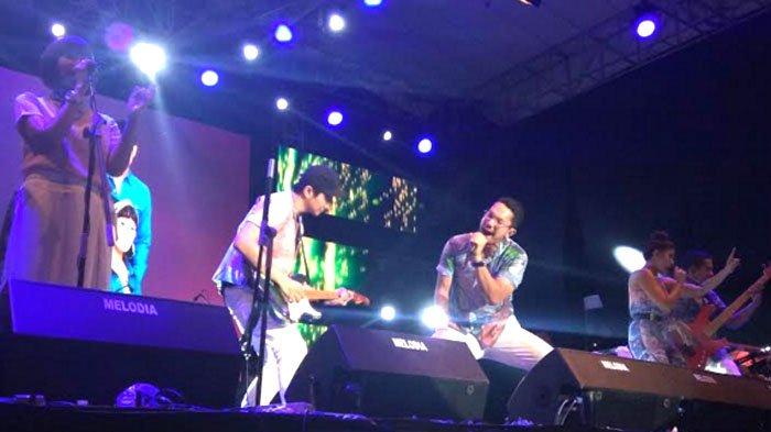 Tutup Jatim Fair 2017 - Delapan Lagu Maliq & D'Essensial Pukau Ratusan Fans