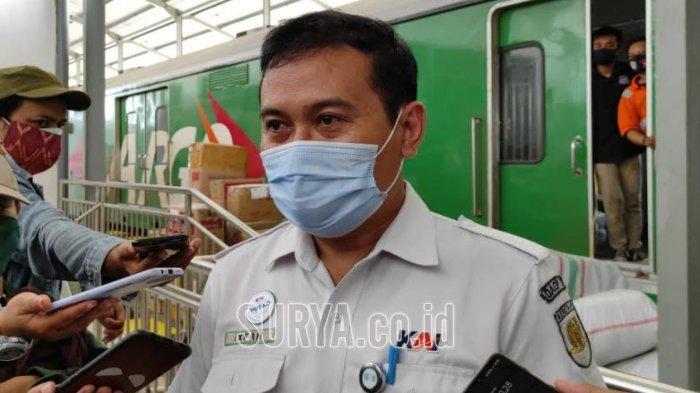 Manajer Humas PT KAI Daop 7 Madiun Ixfan Hendriwintoko saat diwawancarai di Stasiun Kediri Selasa (29/12/2020)