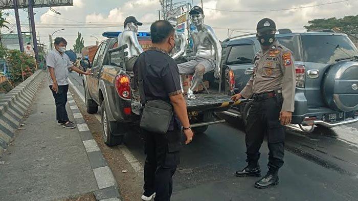 Mengganggu Ketertiban Umum, 4 Manusia Silver di Lamongan Diamankan Polisi