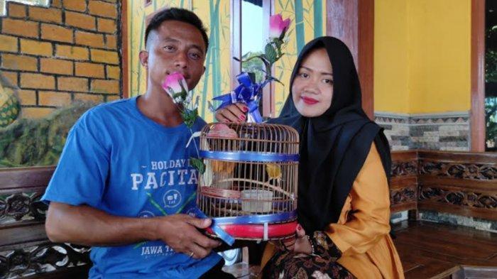 Pasangan di Ponorogo Nikah Pakai Mas Kawin Burung Kenari, Mempelai Wanita: Saya yang Pilih Burungnya