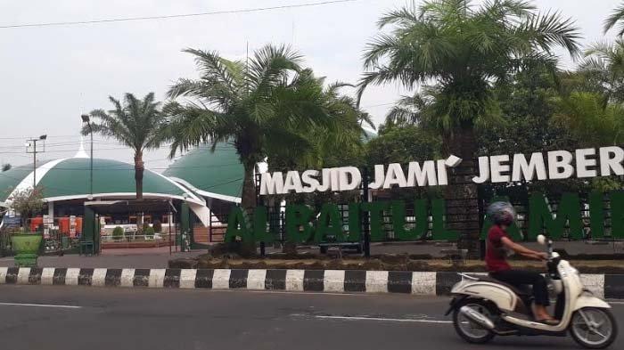 Masjid Jami' Al Baitul Amien Kabupaten Jember Gelar Salat Ied Terbatas dengan Prokes Ketat