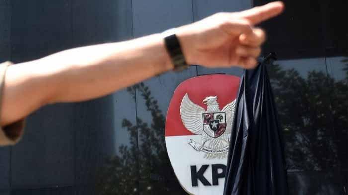 Massa Demo di KPK Ricuh, Botol & Batu Dilemparkan, Mereka Beri Selamat Firli & Dukung Revisi UU KPK