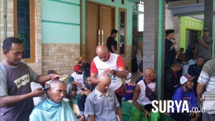 Hasil Pilkada Situbondo 2020 Sementara: Karna Suswado Menang 54%, Simpatisan Cukur Gundul