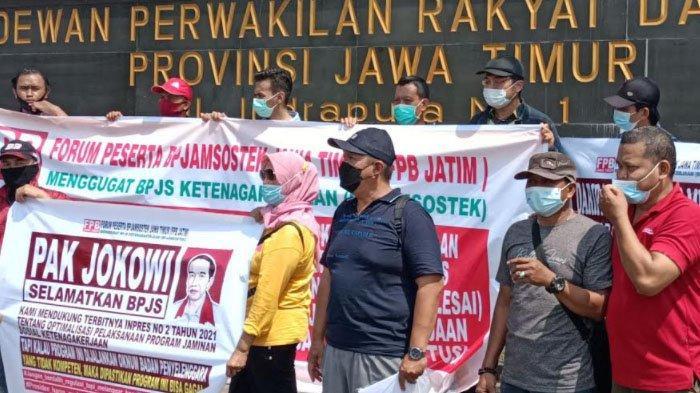 Mengaku Kesulitan Klaim Jaminan BPJS Ketenagakerjaan, Puluhan Orang Geruduk DPRD Jatim