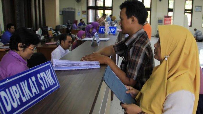 Sempat Kosong Satu Bulan, Material STNK di Samsat Sidoarjo Kini Sudah Tersedia