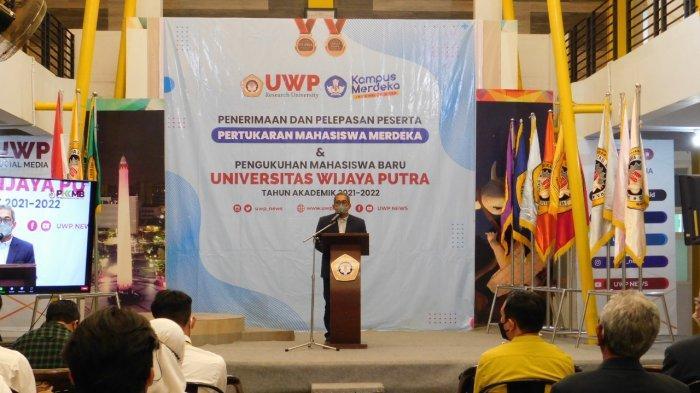 Rektor Universitas Wijaya Putra (UWP) Surabaya, Dr Budi Endarto, SH MH