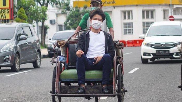 Setelah Bingung Naik Becak, Melvin Tenggara Crazy Rich Surabaya Kepergok Beli Bakso Pinggir Jalan