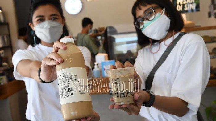 Es Kopi Susu Gula Aren Sajian Kopi Tuku Surabaya, Menu Signature untuk 'Tetangga'