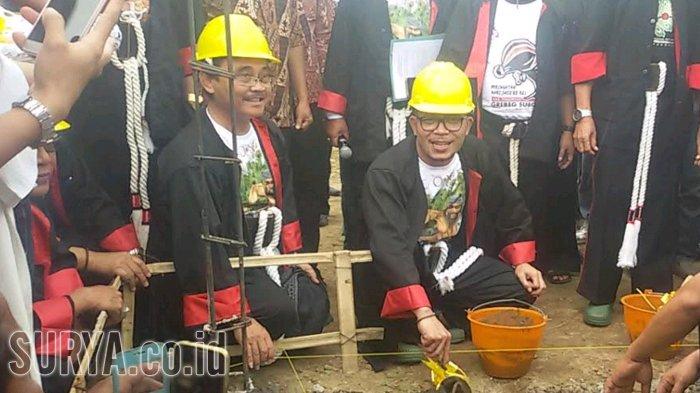 Menaker Hanif Dhakiri Meresmikan Pembangunan Perumahan untuk TKI di Ponorogo