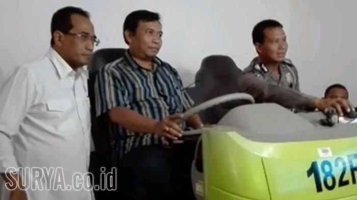 Tinjau Pelaksanaan Subsidi SIM untuk Pengemudi Taksi, MenhubDatangi Layanan SIM Satpas Colombo