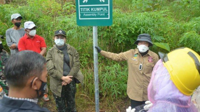 Mensos Risma Ikut Lari Bersama Warga Pacitan saat Simulasi Evakuasi Gempa Bumi dan Tsunami