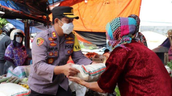 Polres Batu Salurkan Bantuan Pangan untuk Warga di Bulan Ramadan