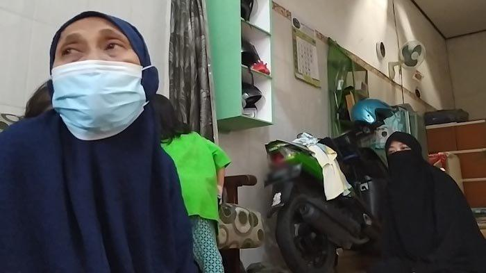 Menantu Dibekuk, Mertua Terduga Teroris di Surabaya Nyaris Pingsan Saat Polisi Geledah Rumah