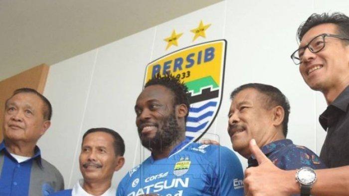 Michael Essien saat berseragam Persib Bandung. Ia akan menajdi bintang tamu di drawing Liga Champions 2021/2021 malam ini