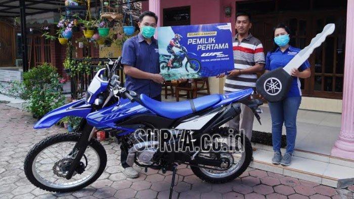 Warga Sidoarjo Ini Konsumen Pertama di Jatim yang Terima Motor Yamaha WR155R