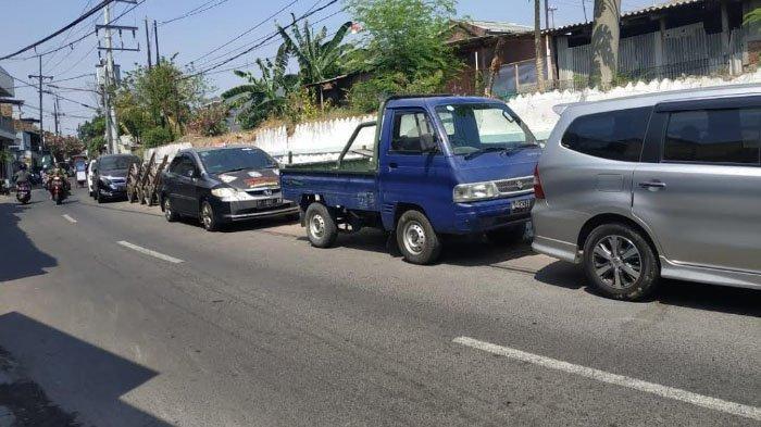 Terkait Parkir Mobil di Bahu Jalan Kembang Kuning, Pemkot Mengaku Rutin Patroli Menindak Parkir Liar