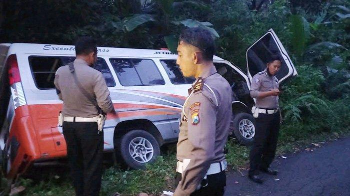 Minibus Rombongan Pelajar SMA Terabas Semak di Lereng Semeru, Rem Blong di Jalan Menurun