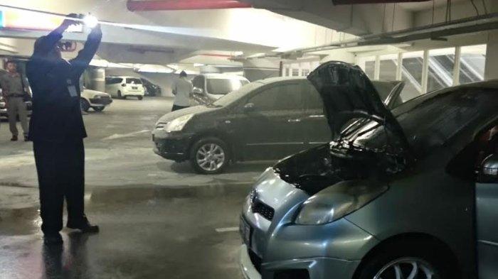 Sudah Keluarkan Asap, Mobil Nyaris Terbakar di Parkiran Tunjungan Plaza 6 Surabaya