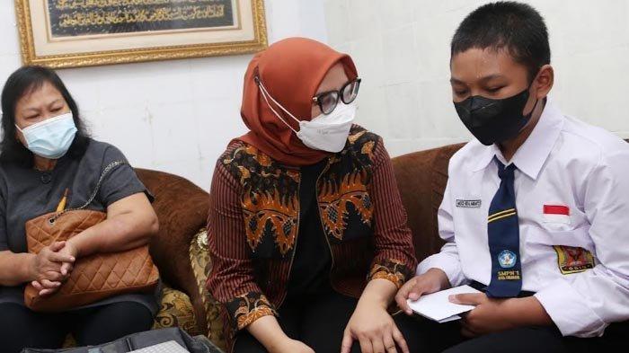 Nouval yang Kehilangan sang Ibu akibat Rumahnya Runtuh kini Bisa Tersenyum