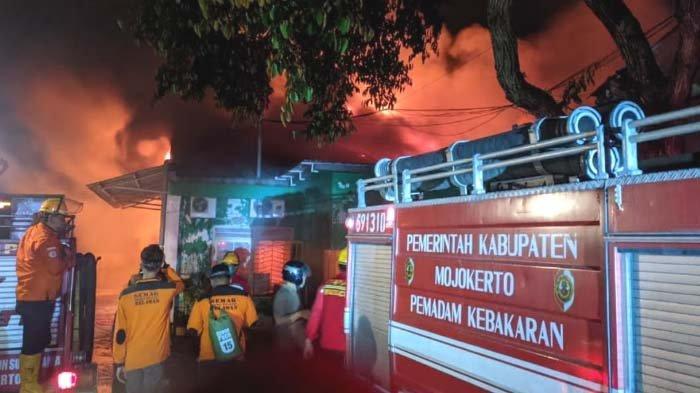 Pabrik Cat di Mojokerto Hangus Terbakar, Api Padam setelah 5 Jam Kemudian, Petugas Ungkap Kendalanya