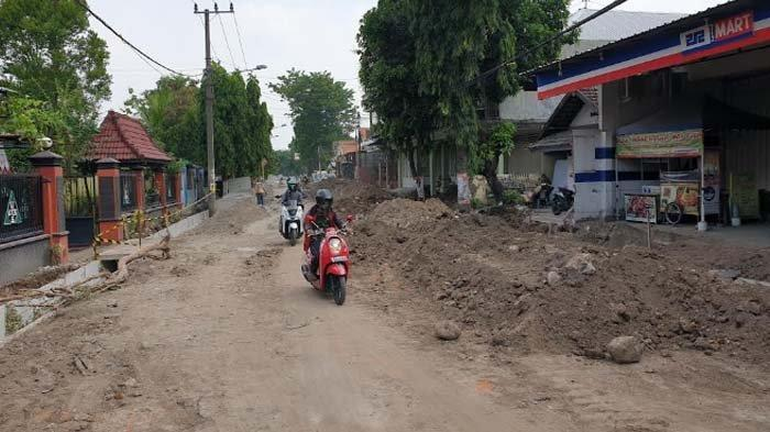 Bina Marga Tegur Kontraktor Proyek Drainase Jl Pegayon Kota Mojokerto terkait Gundukan Tanah