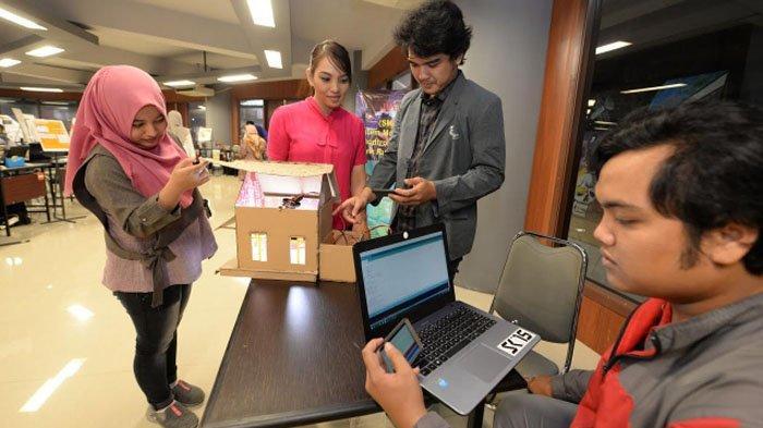 Mahasiswa Stikom Surabaya Buat Alat Pemantau Pemakaian Listrik di Rumah lewat HP