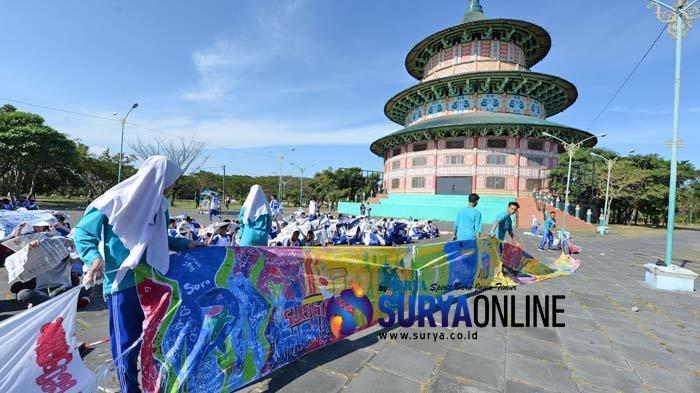 Galeri Foto Deklarasi Pelestarian Batik Dalam Rangka MPLS Siswa SMA Muhammadiyah 2 Surabaya