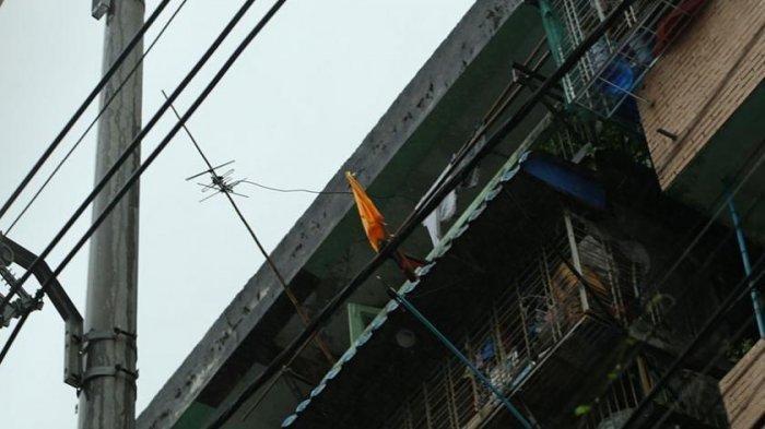 Ini Bisa Ditiru, Di Myanmar Warga Butuh Bantuan Pasang Bendera Kuning, Di Malaysia Bendera Putih
