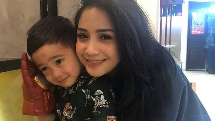 Lucunya Tingkah Rafathar, Mengaku Sedih Ditinggal Mbak Lala Mudik Sampai Mengantuk Saat Disuapi Gigi