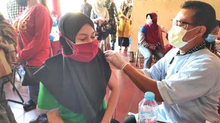 Sudah 300 Ribu Warga Terima Vaksin Covid-19 Tahap 1-2, Bupati Tuban Targetkan 900 Ribu
