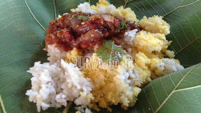 Nasi Jagung Iwak Gloso di Warung Mbak Sumi Kabupaten Bojonegoro yang jadi idola penggemar kuliner.