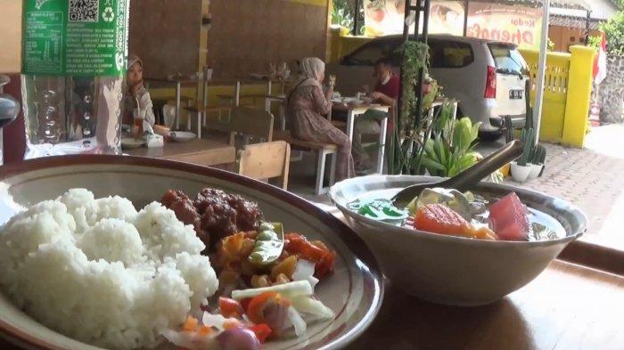 Kangen Makan Nasi Pupuk dan Es Podeng, Warung di Magetan Ini Sajikan Menu Masakan Pengantin Jawa