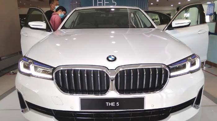 Duo Jagoan BMW The New 5 Seharga Rp 1,4 Miliar Meluncur di Pasar Surabaya, Voucer Bensin Rp 20 Juta