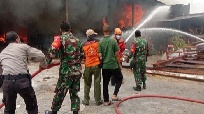Dugaan Penyebab Gudang Mebel di Kertosono Nganjuk Terbakar, Kerugian Capai Puluhan Juta