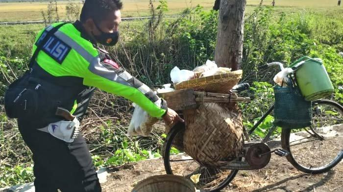 Pengendara Motor di Nganjuk Tewas seusai Tabrak Sepeda Ontel Jatuh ke Kanan lalu Ditabrak Motor Lain