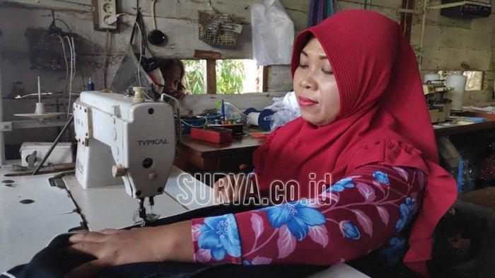 Kisah Ngatini, Difabel Asal Kabupaten Bojonegoro saat Rintis Usaha Jahit di Tengah Keterbatasannya