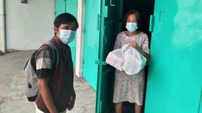 GMBU Bareng Lions Club Salurkan Paket Makanan untuk Warga Isoman di Kota Surabaya