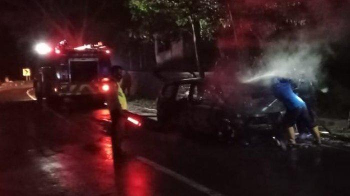 Nissan Grand Livina Terbakar di Ponorogo, Ada 5 Penumpang di Dalam Mobil