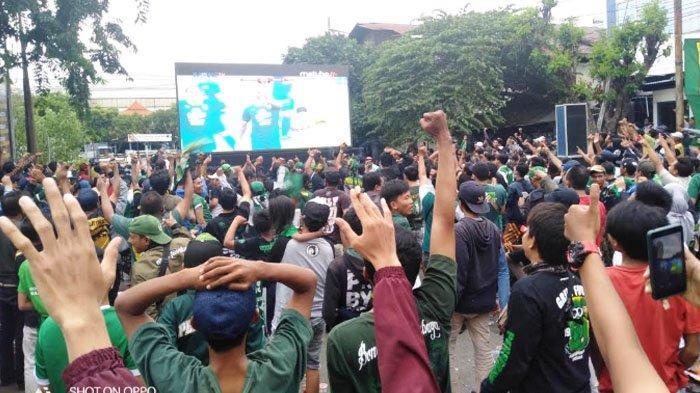 Serunya Nobar Semifinal Piala Gubernur Jatim, Persebaya Surabaya - Arema FC di Polres Perak Surabaya