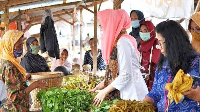 Novita Hardini Blusukan ke Pasar Hingga Sentra Kerajinan di Kabupaten Trenggalek