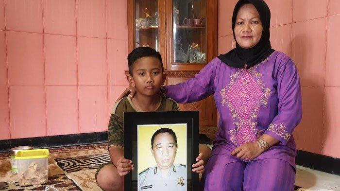 Istri Ipda M Supri Polisi Sidoarjo yang Gugur saat Jaga TPS: Bangun Tidur si Bungsu Ingat Papanya