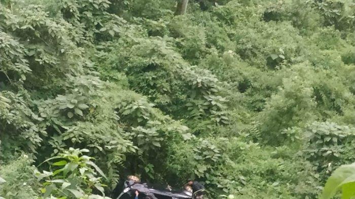 Foto Satlantas Polres Malang: Kecelakaan tunggal terjadi di tanjakan Coban Bidadari, Desa Gubugkalah, Kecamatan Poncokusumo, Kabupaten Malang pada Kamis (9/4/2021) sore.