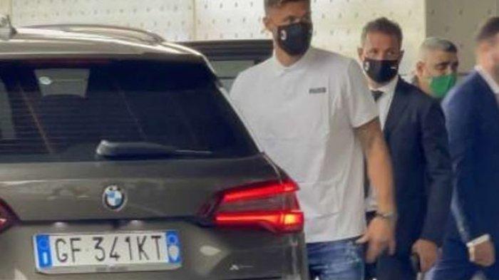 Olivier Giroud, bomber anyar AC Milan sudah tiba di Italia dan segera menjalani tes medis pada Jumat (16/7/2020). Jika lolos tes medis, sriker timnas Prancis itu segera diumumkan AC Milan