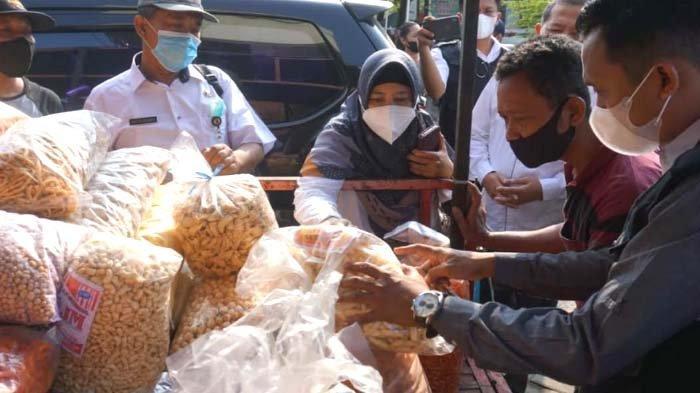 Operasi Mamin jelang Lebaran 2021 di Mojokerto, Ditemukan Roti Berjamur dan Produk Kedaluwarsa