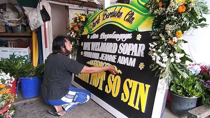 Kebanjiran Order Ucapan Duka Cita, Pedagang Di Surabaya Tetap Merasa Sedih