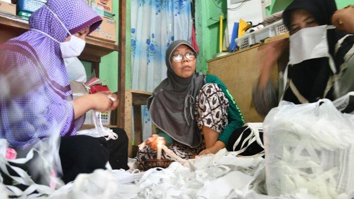 UMKM Kartini Muda Dolly Fashion Produksi Seribu Masker Dalam 2 Hari