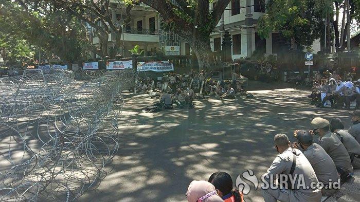 Antisipasi Demo Tolak UU Cipta Kerja, Ribuan Personel Siaga di Gedung DPRD dan Balai Kota Malang