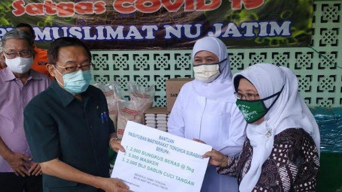 Masyarakat Tionghoa Surabaya Salurkan 10 Ton Beras ke Muslimat NU Jatim